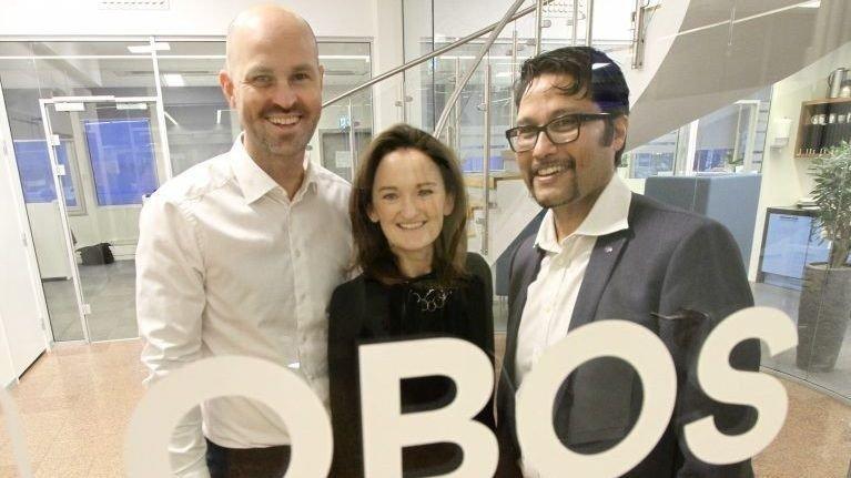 KUNSTIG INTELLIGENS: OBOS har inngått en samarbeidsavtale med Spacemaker verdt 20 millioner kroner. Her er Anders Kvåle og Eleanor O'Neill fra teknologiselskapet sammen med OBOS-sjefen Daniel Kjørberg Siraj.