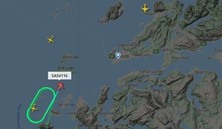 Det kan se ut som at flere fly er satt på vent i luften.