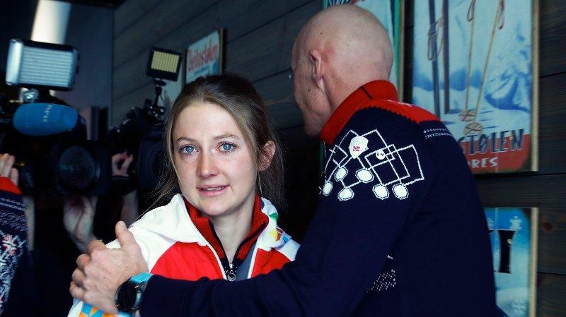 STARTNEKT: Ingvild Flugstad Østberg møter landslagstrener Ole Morten Iversen etter at hun på en pressekonferanse på Beitostølen bekrefter at hun har fått startnekt som følge av helsemessige årsaker.