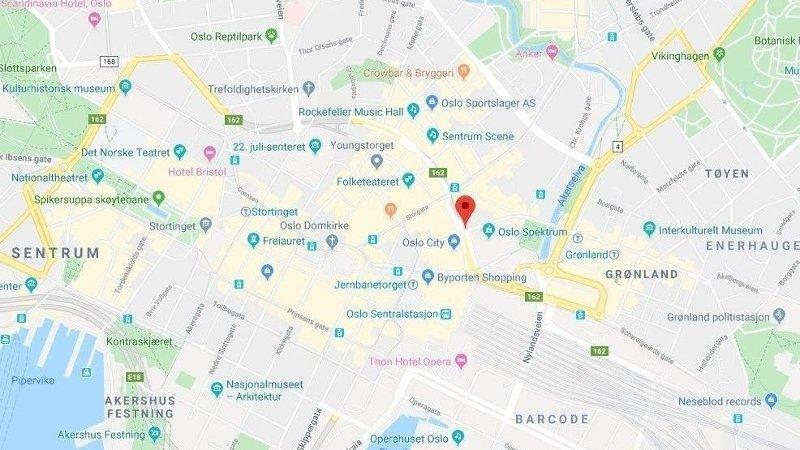 KJEDEKOLLISJON: Ulykken skjedde i Stenersgata like ved Oslo city i Oslo sentrum.