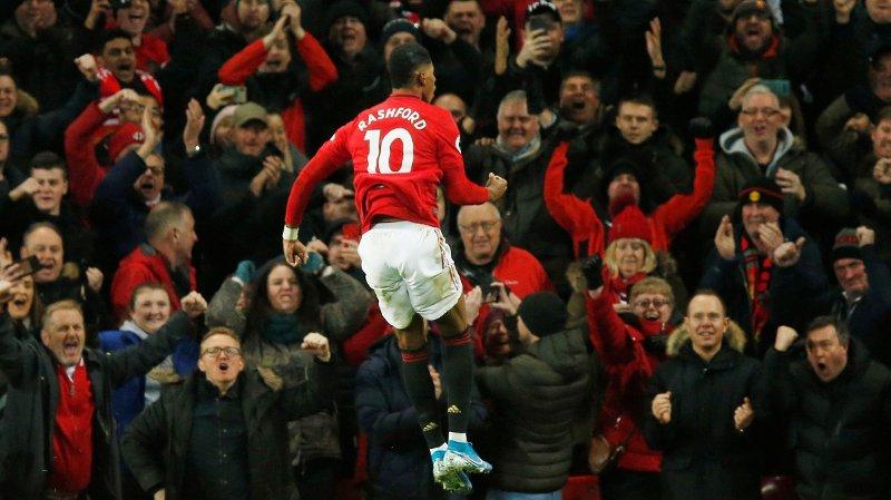 2-1: Marcus Rashford slipper jubelen løs foran fansen etter å ha sendt Manchester United i ledelsen mot Tottenham.