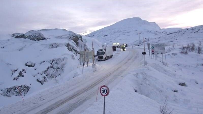 E10 over Bjørnfjell fredag formiddag.
