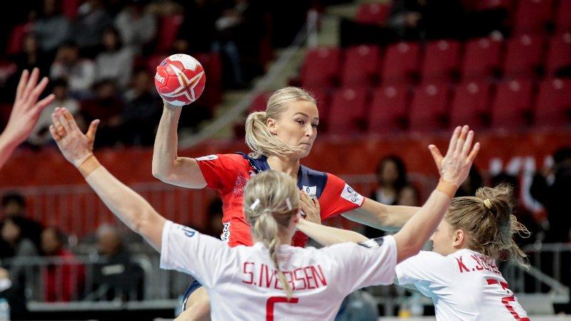 Stine Bredal Oftedal under VM kampen mellom Norge og Danmark.