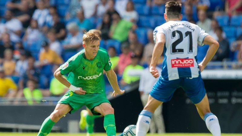 SLET MED Å FINNE ROM: Martin Ødegaard og Real Sociedad spilte borte mot Real Valladolid søndag. Dette bildet er fra en tidligere kamp denne sesongen.