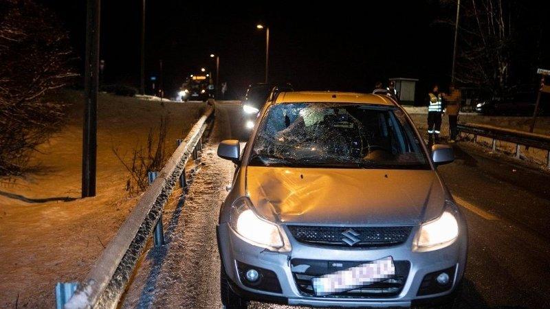 E16: En fotgjenger døde etter påkjørselen. Bilførerens førerkort er beslaglagt.