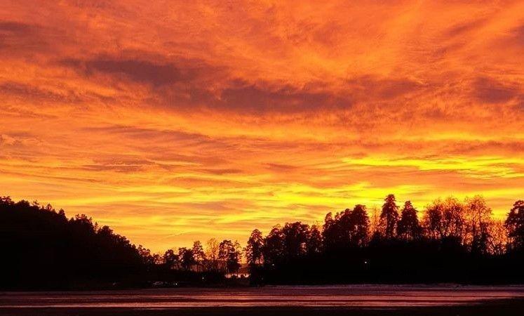 FRA BYGDØY I OSLO: Solnedgangen kan gi flotte farger, og mange har tatt bilde av den de siste dagene. Dette bildet ble tatt på Bygdøy i Oslo torsdag.