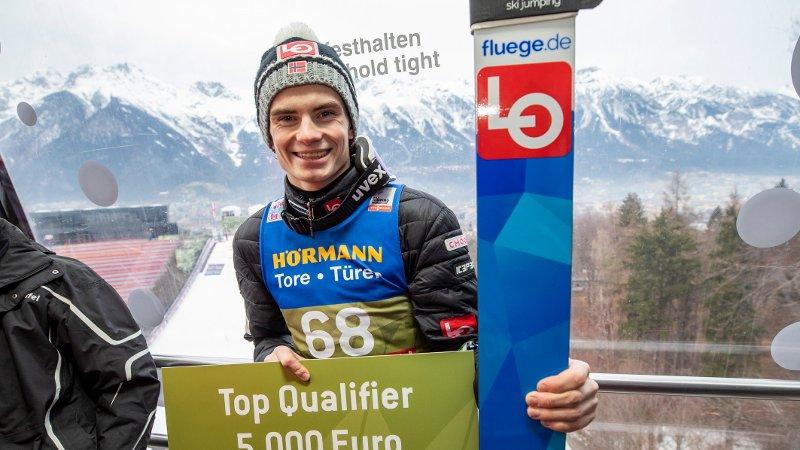 Innsbruck, Østerrike 20200103. Marius Lindvik etter kvalifiseringen i Bergiselbakken i Innsbruck foran det tredje rennet i hoppuka.