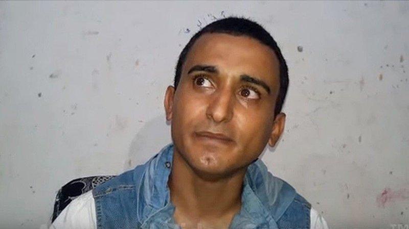 En militærdomstol styrt av Hamas har dømt den 32 år gamle komikeren Aadel al-Mashwakhi til 18 måneders fengsel, etter at han spilte inn en narrevideo av en halshogging i IS-stil. Bildet er fra en av Aadel al-Mashwakhis videoer på YouTube.