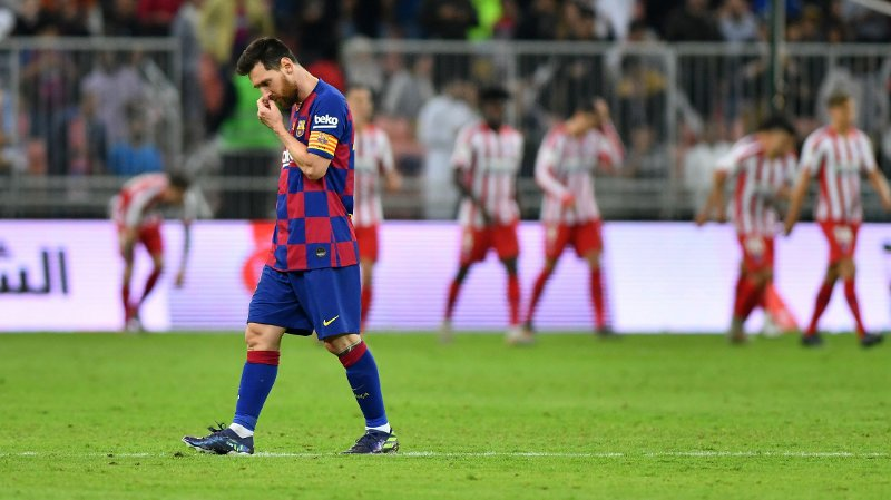 Soccer Football - Spanish Super Cup - Semi Final - FC Barcelona v Atletico Madrid - King Abdullah Sports City, Jeddah, Saudi Arabia - January 9, 2020 Barcelona's Lionel Messi looks dejected after Alvaro Morata scored the second goal for Atletico Madrid from the penalty spot REUTERS/Waleed Ali