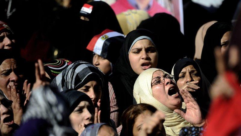 Egyptiske kvinner demonstrerer på Tharirplassen i 2011.
