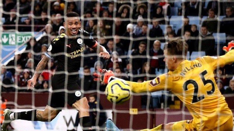 FJERDE: Her setter Gabriel Jesus inn Citys fjerde scoring bak Ørjan Nyland.