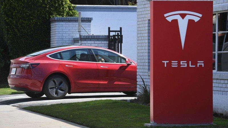 Tesla taper penger