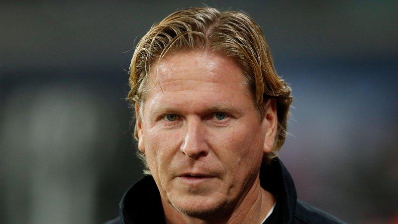 HUMORISTISK: Köln-trener Markus Gisdol spøkte med at han vil plassere tre busser i straffeområdet for å stoppe Erling Braut Haaland fredag.