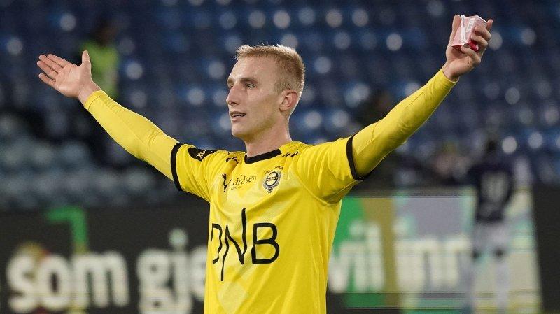 Drammen 20191020. Lillestrøms Tobias Salquist takker publikum etter eliteseriekampen i fotball mellom Strømsgodset og Lillestrøm på Marienlyst stadion. kampen endte 1-1.