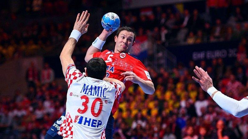 KJEMPER FOR FINALE: Sander Sagosen og Norge har vunnet alle EM-kampene sine før fredagens semifinale mot stormakten Kroatia.
