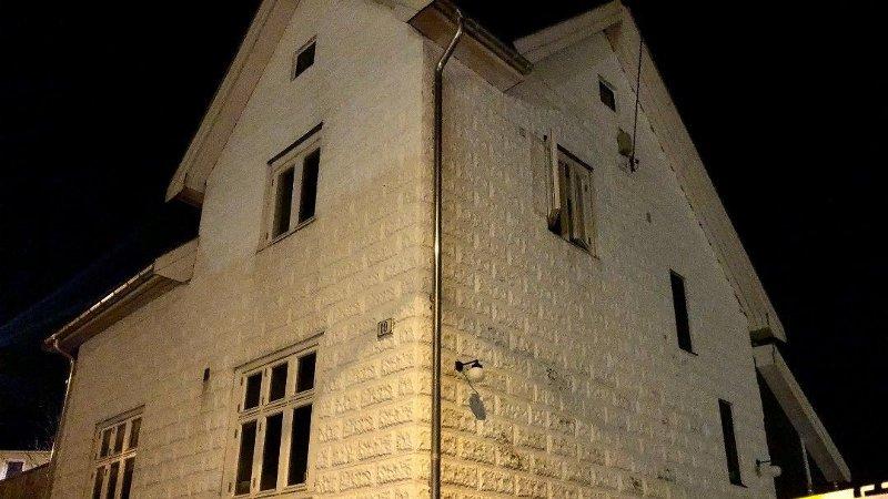 Alle nødetater rykket ut da det begynte å brenne i et bolighus i Herfordts gate i Moss natt til søndag.