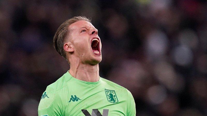 GLEDESBRØL: Slik så det ut da Ørjan Nyland feiret lagkompis Trezeguets avgjørende mål i 93. spilleminutt på Villa Park. Nå venter ligacupfinalen på Wembley søndag 1. mars.