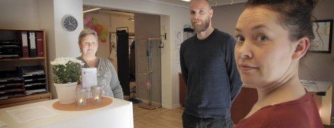 AKTIVITET: Fontenehuset er et tilbud til alle over 18 år som ikke mestrer hverdagen. Stiftelsen har fått anerkjennelse fra Helsedirektoratet. Både helsevesenet og NAV har begynt å se hvilke ressurser de tilbyr. Marit B Lauvlid (t.v.) er leder på huset, Stig Færø Olsen og Luna Lykken Wiik er prosjektledere i høstens nye tilbud. FOTO: Lars Bryne