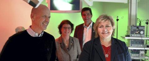 NYE PLANER: Administrerende direktør Morten Lang-Ree og påtroppende statsminister Erna Solberg. Bak Hedmark Høyres Rangdi W. Krogstad og Gunnar A. Gundersen.