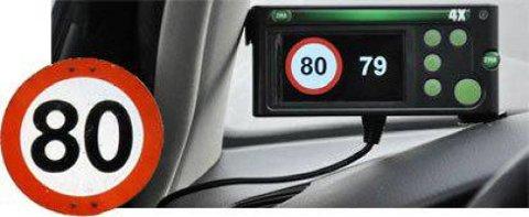 Dersom bilen kjører 1- 2 km/t hørere enn fartsgrensen på stedet, begynner et sterkt lys å blinke. Dersom farten er rundt fem km/t høyere enn fartsgrensen, kommer et lydsignal et ko-ko!