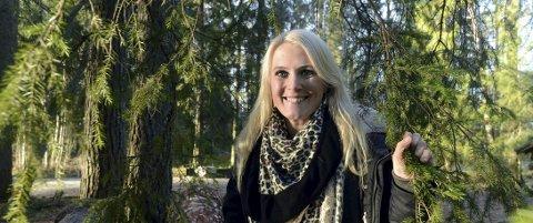 Roer ned: Therese Albrechtson er en virvelvind som gründer og foreleser om hvordan folk skal starte og drive foretak. Hun reiser over hele Norden. Nå bor hun i Elverum med håndballmannen Michael Apelgren, og trives jättemycket i skogsuset på museene.