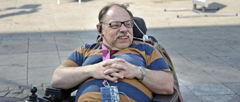 Engasjert: Magne Haaland sitter i Råd for mennesker med nedsatt funksjonsevne og jobber hele tiden for at det skal tilrettelegges bedre for funksjonshemmede.  Foto: Geir A. Carlsson