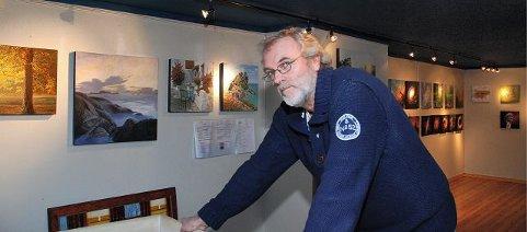 Kunstneren Harald Nygård har laget en vennlig og mild utstilling i Rygge Museum.