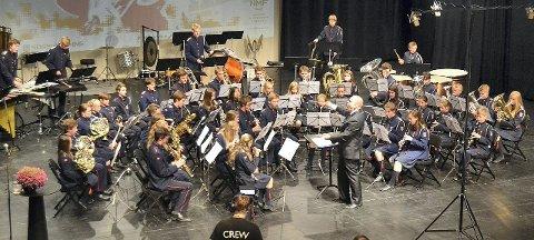 ENEREN I NORGE: Sofiemyr skolekorps under ledelse av Idar Torskangerpoll på konkurransescenen i Larvik lørdag. ALLE FOTO: ØIVIND LUNDE