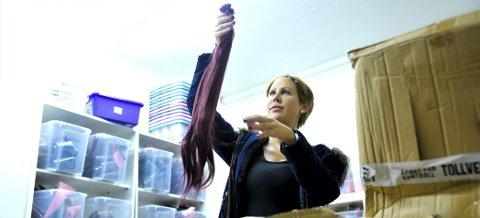 Helene Åsheim Grønberg (25) har skapt sin egen arbeidsplass med luxushair.no. Butikken i Drammen tar hun nå med seg til Åmot, der hun bor. Om to uker har hun termin. Da starter et nytt eventyr.