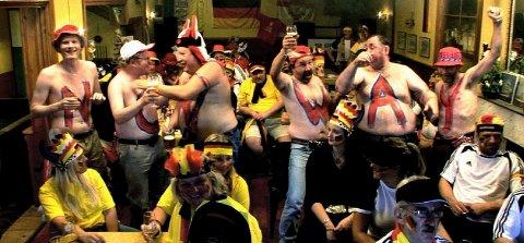 her er en scene fra LFB I, hvor karene fra Fredrikstad er på pub i Tyskland.