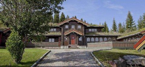 KAN ENDE MED PRISREKORD: Denne hytta, som Svein Erik Bakke bygget i Trysil i 1997, kan nå bli solgt for en solid prisrekord i Trysil. Prisantydningen er på hele 24 millioner kroner. Foto: EONY