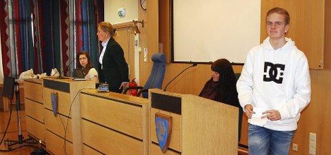 KLAR TALE: Johan Hansen har spurt ordfører Anne Kristine Linnestad om hennes mening.   FOTO: KARI KLØVSTAD