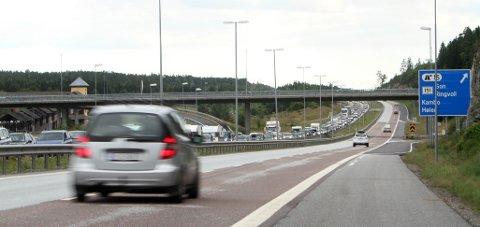 Ulykken på E6 skapte kilometer lange køer i nordgående retning.