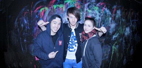 Menneskene bak musikkvideoen var hovedsakelig Vi Duc Truong (f.v.) som videofotograf, Mikkel Gulliksen (regissør) og Stine Gundersen (klipper). Foto: Vi Duc Truong.