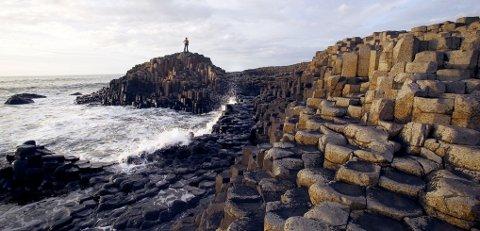 Du kan sykle langs Antrimkysten, som er et storslått skue.