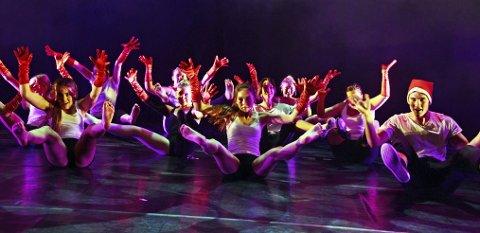 Variert: Med mellom 150–200 dansere på scenen ble man tatt gjennom forestillingen på et morsomt, søtt og sprøtt «Wonka»-vis.