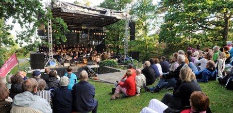 Konsertidyll: Midtåsen er brukt som konsertsted flere ganger før. Her fra Vestfoldfestspillene i 2008. ARKIVFOTO: ATLE MØLLER