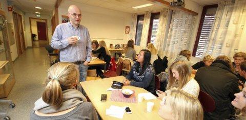 Nysgjerrig: Lars Fredrik Svendsen var i går tilbake på Malakoff videregående skole og filosoferte litt rundt begrepet frihet. Foto: Espen Vinje