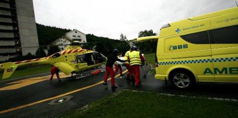 Luftambulansen landet med skadde fra Utøya ved Drammen sykehus fredag kveld.