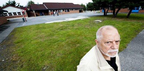 Slår alarmRolf Baltzersen mener foreldrene har grunn til å være bekymret over skolesituasjonen på Hvaler. Dette er et kraftig varsku fra min side, sier han. Foto: Erik Hagen