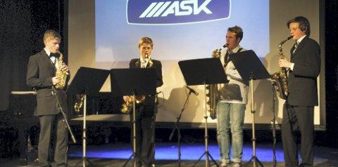Supermario: Sondre Skullestad, Mats Mathisen,  Joscha Ernst og Marius Skjerve fremførte Supermario. FOTO: DAG A H KÅrtvedt