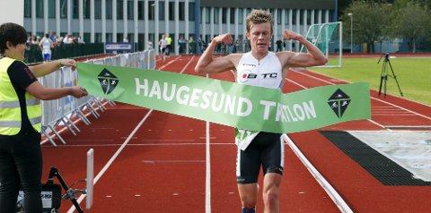 VISTE MUSKLER: Casper Stornes fra Bergen Triathlonclub vant Haugesund Triathlon i år. Foto: Alfred Aase
