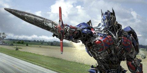 Optimus priMe: Denne siste filmen om «Transformers» handler i stor grad om å få den store lastebilen opp og gå. Han treffer fire av sine venner, og jakten på menneskene som vil utrydde dem er i gang, med fæle fiender underveis.Foto: Filmweb.no