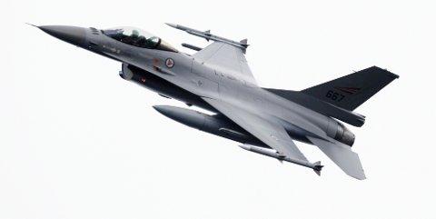 To F16-fly la turen gjennom Drammensdalen fredag.