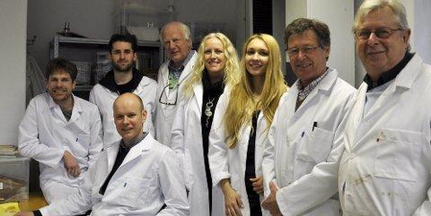 Nytenkende: Fra venstre Mikael Nordeng (28), Fredrik Dietrichson (26), Freddy Hanssen (69), Marianne Ryen (42), Natalia Michalska-Zynda (27), Paal Skybak (66) og Stein Dietrichson (64). Hans Jørgen Fjeldvik (35) foran.