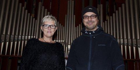 Sentrale: Frikirkemedlem og sanger Kristine Stærk (til venstre) og menighetsarbeider Roy Sætre Khantatat.Foto: Torgeir Snilsberg