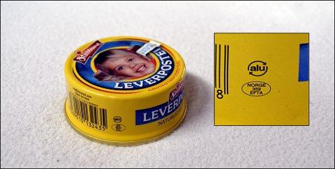 På leverposteiboksen ser vi et såkalt ovalmerke. Merket på boksen sier at boksen er produsert i Abba i Sverige, mens den i virkeligheten er produsert i Fredrikstad. Til høyre ser vi det riktige merket. Nå risikerer Stabburet å måtte destruere rundt 2 millioner bokser på grunn av denne feilen.