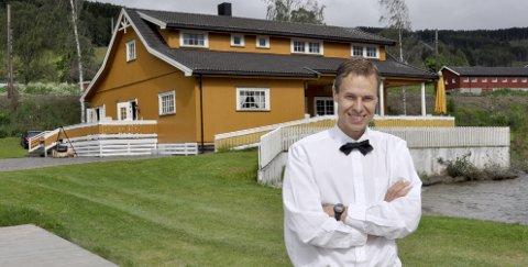PERLEN: Håvard Freng eier og driver Strandhytta på Brøttum- Her kommer folk fra hele distriktet for å leie seg inn for arrangement av forskjelige slag.FOTO: Svein Sjølie