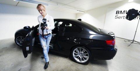 Pia Camilla Osland føler seg hjemme i det maskuline bilmiljøet, men livet som selger er absolutt over. Nå er det stilen som teller.
