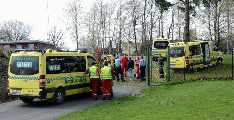 Flere ambulanser kom til Bugårdsparken da gutten falt om. Foto: Olaf Akselsen